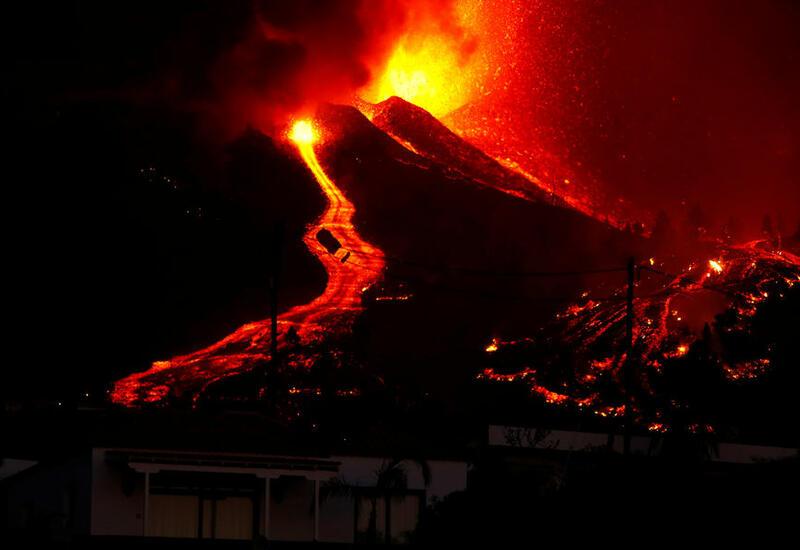 При извержении вулкана на Канарах пострадали около 100 домов