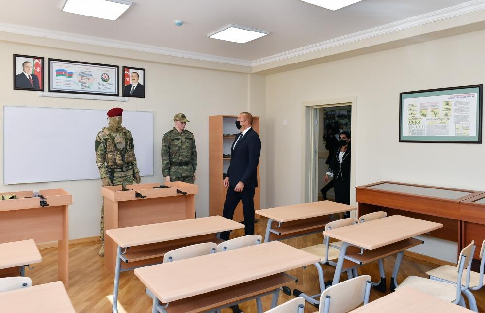 Президент Ильхам Алиев ознакомился с условиями, созданными после капитального ремонта и реконструкции в полной средней школе номер 307 Сабунчинского района Баку