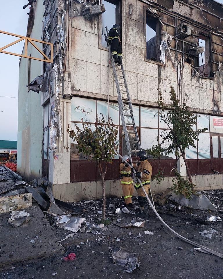 Сильный пожар в гостинице в Дагестане: люди выпрыгивали из окон, есть погибшие