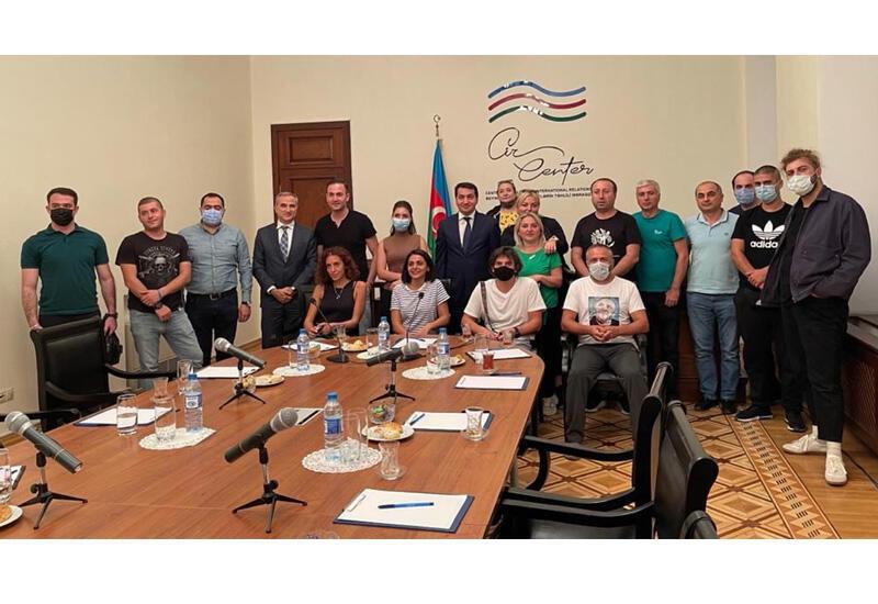 Хикмет Гаджиев встретился с журналистами, блогерами и академиками из Грузии