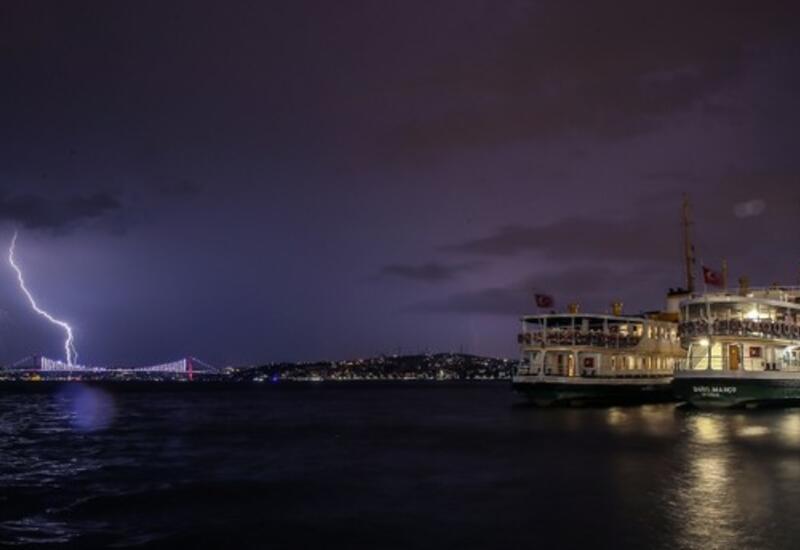 В небе над Стамбулом в шторм засняли огромное человеческое лицо