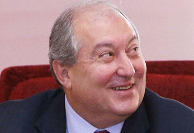 Армен Саркисян в нескольких ипостасях: в диапазоне от Шарикова до Эллочки-людоедки