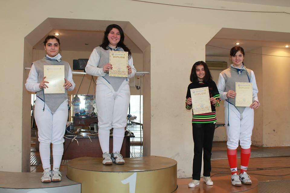 Азербайджанский Зорро и дочери-мушкетерши: Все началось с деревянного меча
