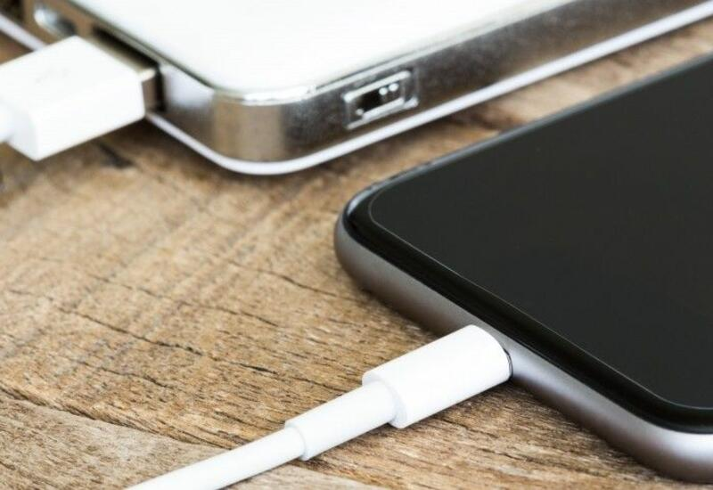 ЕС обяжет производителей смартфонов перейти на универсальный разъем