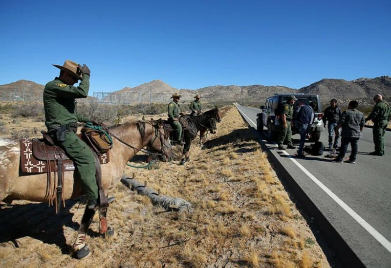 Американские пограничники жестко отлавливают мигрантов