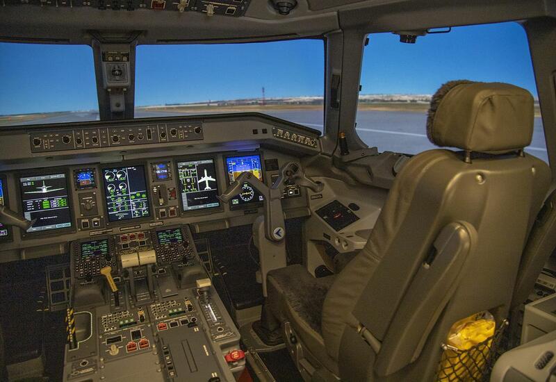 Центр подготовки пилотов AZAL пополнился современным летным тренажером