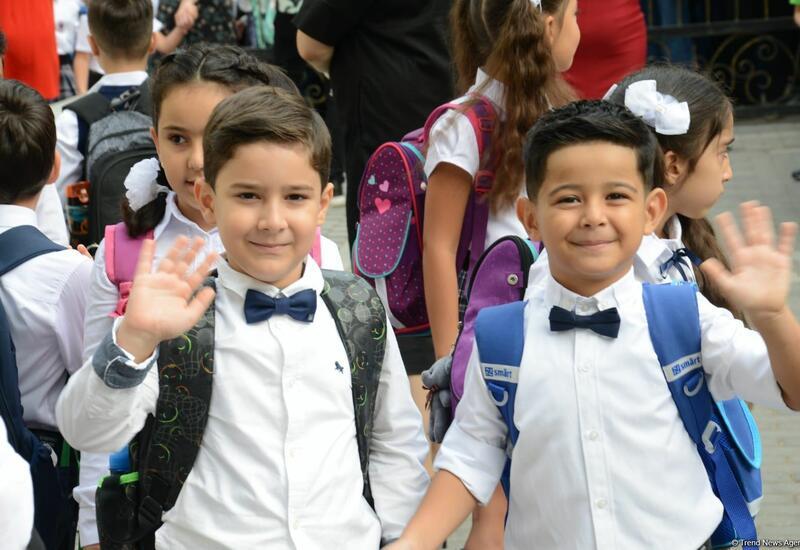 Первый день занятий в начальных классах школ Баку