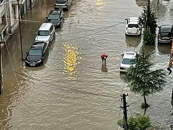 Мощный ливень затопил Батуми