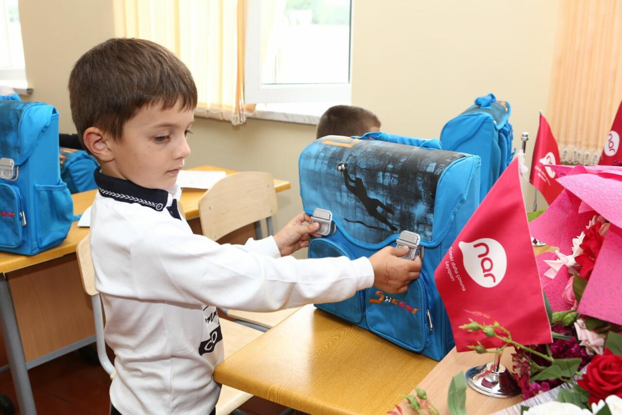 Nar обеспечил первоклассников школ в Тертере и Физули школьными принадлежностями