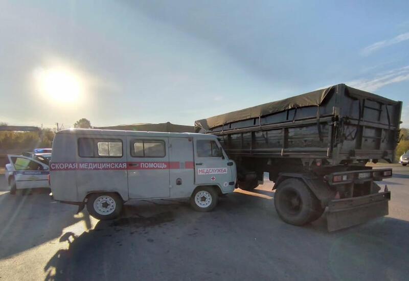 В Башкирии столкнулись машина скорой помощи и грузовик, много пострадавших