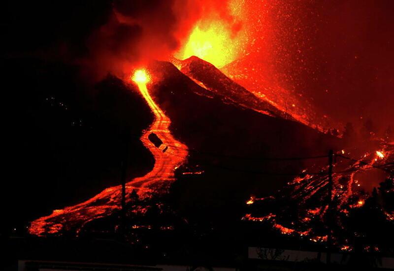 В сети появились кадры извержения вулкана на канарском острове Пальма