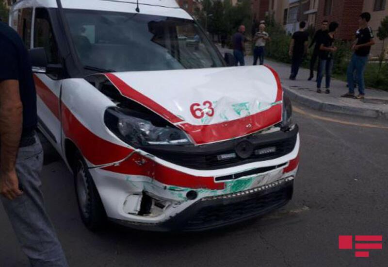 В Мингячевире карета скорой помощи попала в ДТП