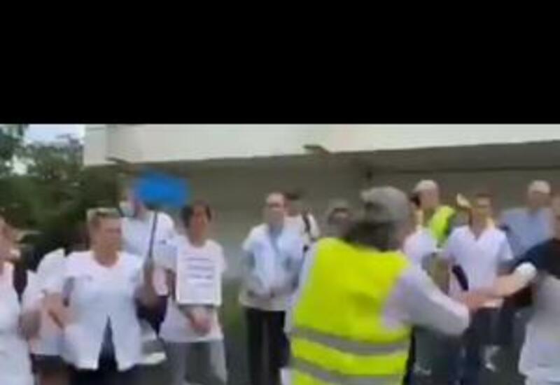Французские медики сжигают свои дипломы