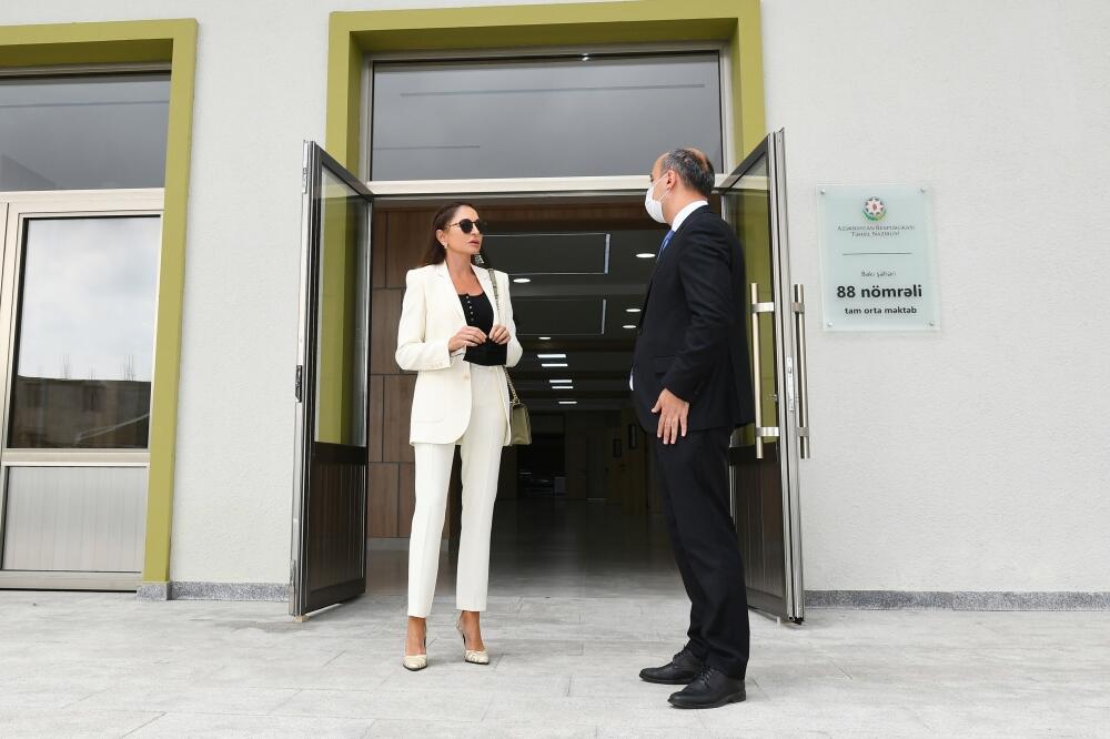 Первый вице-президент Мехрибан Алиева ознакомилась с условиями, созданными в новопостроенной школе №88 в бакинском поселке Бина