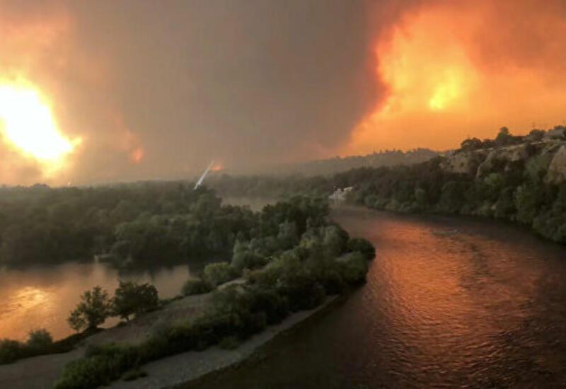 В Калифорнии возникают всё новые очаги лесных пожаров