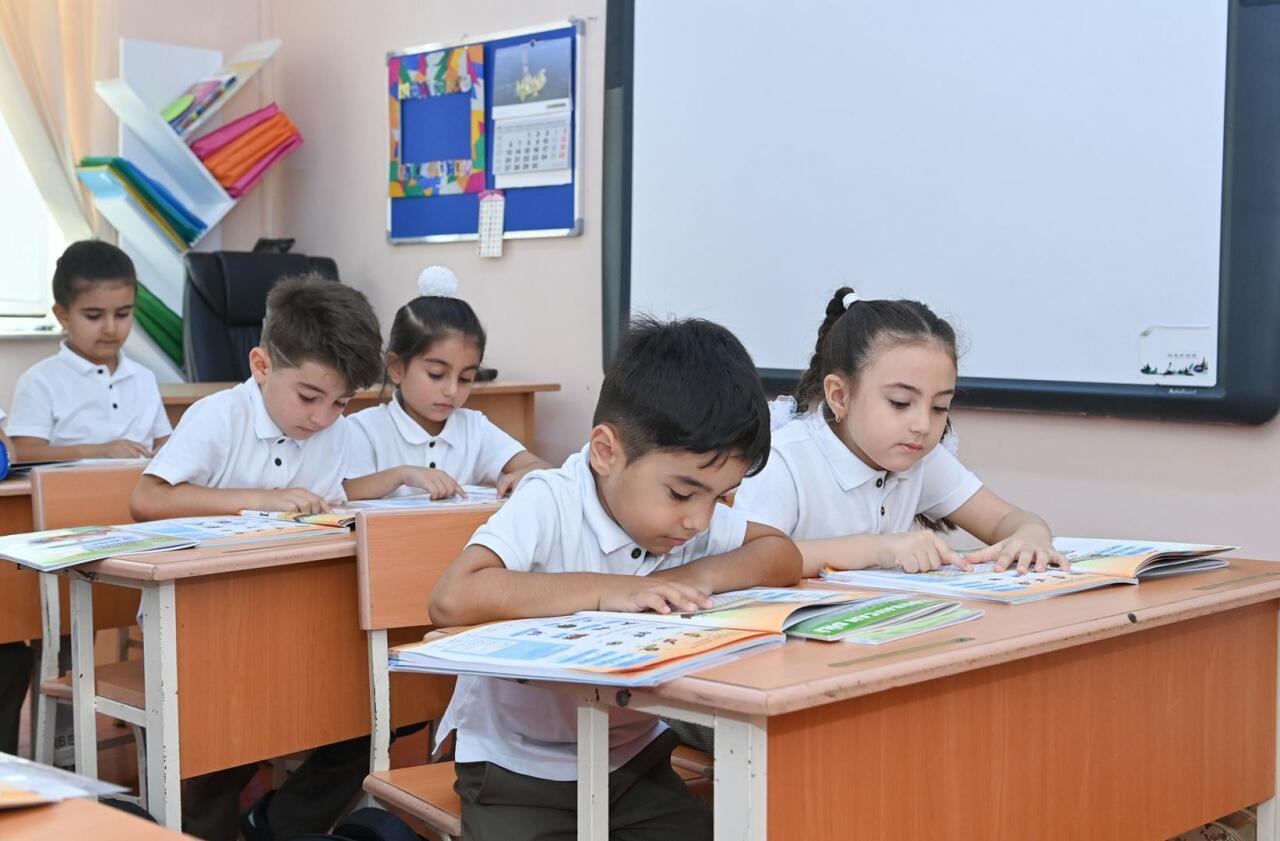 В рамках пилотного проекта в Азербайджане около 45 тыс. учеников получили школьные принадлежности