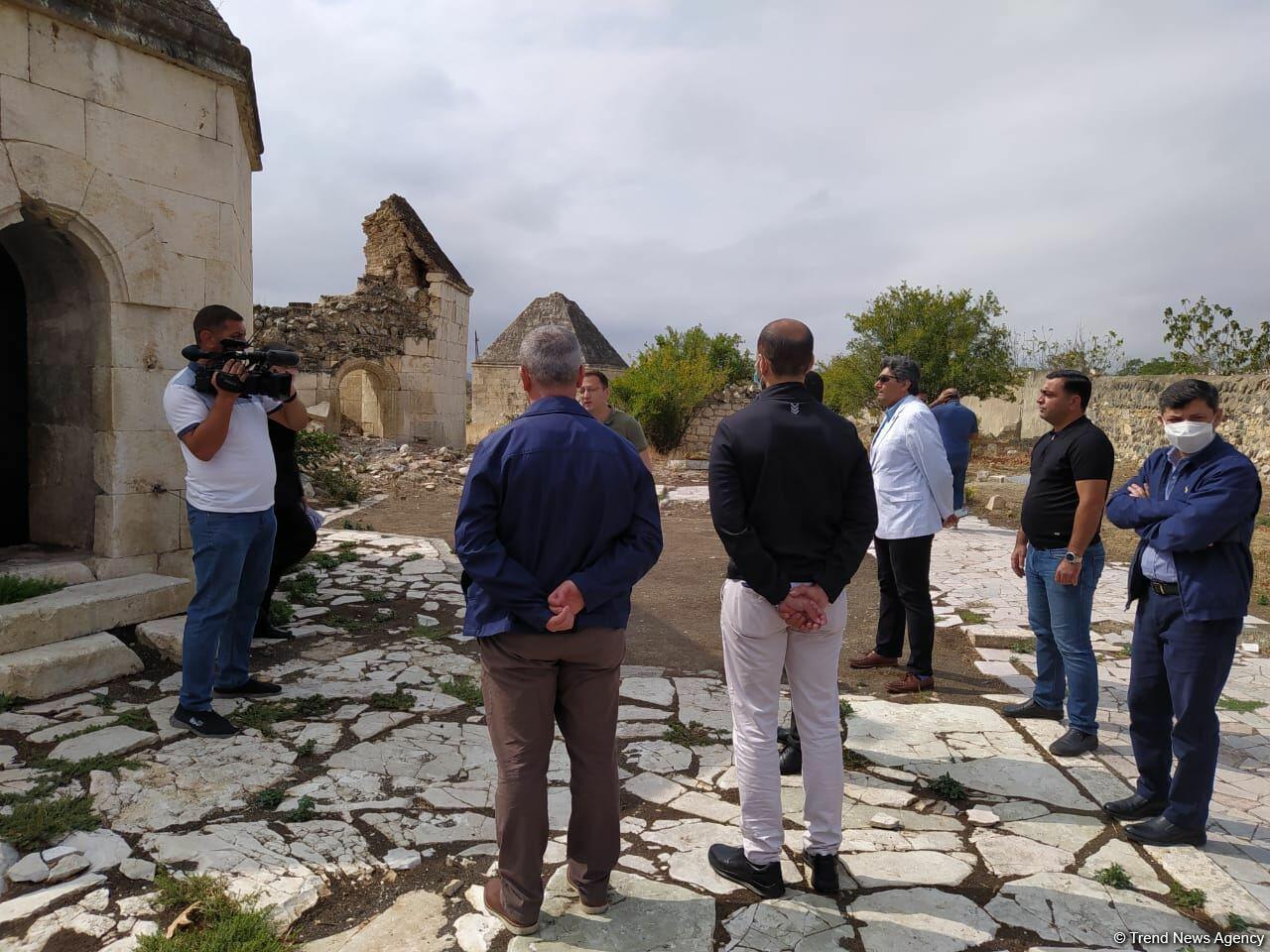 Делегация ОИС знакомится с преступлениями армянских ВС в Агдаме