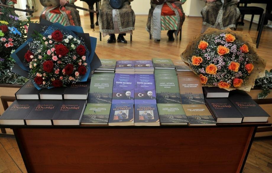 В рамках фестиваля имени Узеира Гаджибейли представлено пять книг академика Земфиры Сафаровой