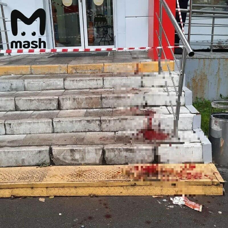 В Москве мужчина напал на покупателей в магазине