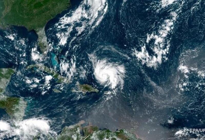 Ураган Сэм в Атлантике усилился до второй категории