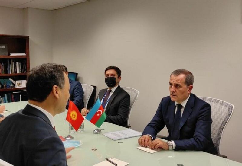 Главы МИД Азербайджана и Кыргызстана обсудили перспективы расширения двусторонних связей