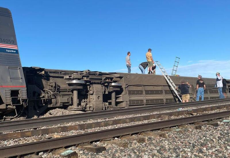 Поезд со 147 пассажирами сошел с рельсов в США: трое погибли