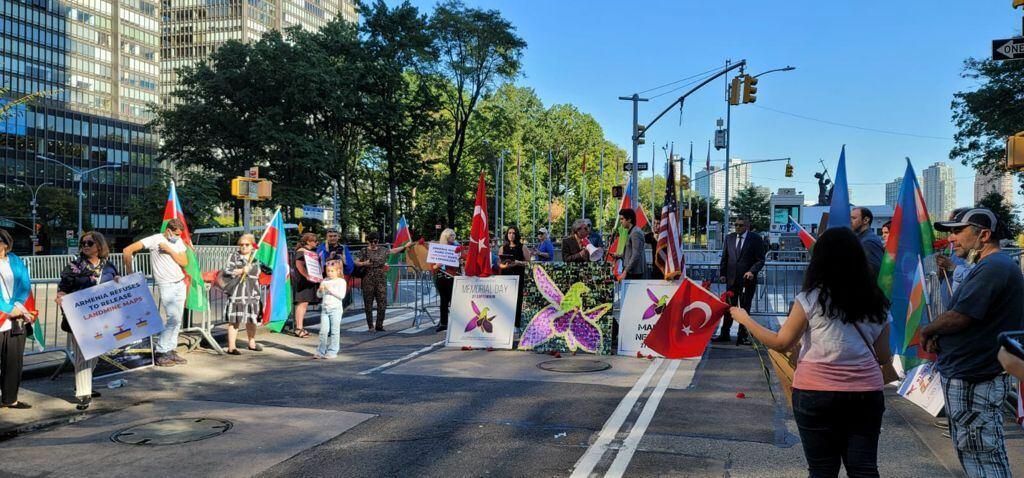Aзербайджанцы провели перед штаб-квартирой ООН акцию, посвященную 27 сентября - Дню памяти