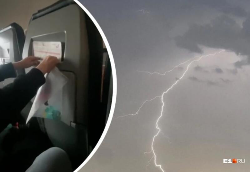 В России в самолёт попала молния