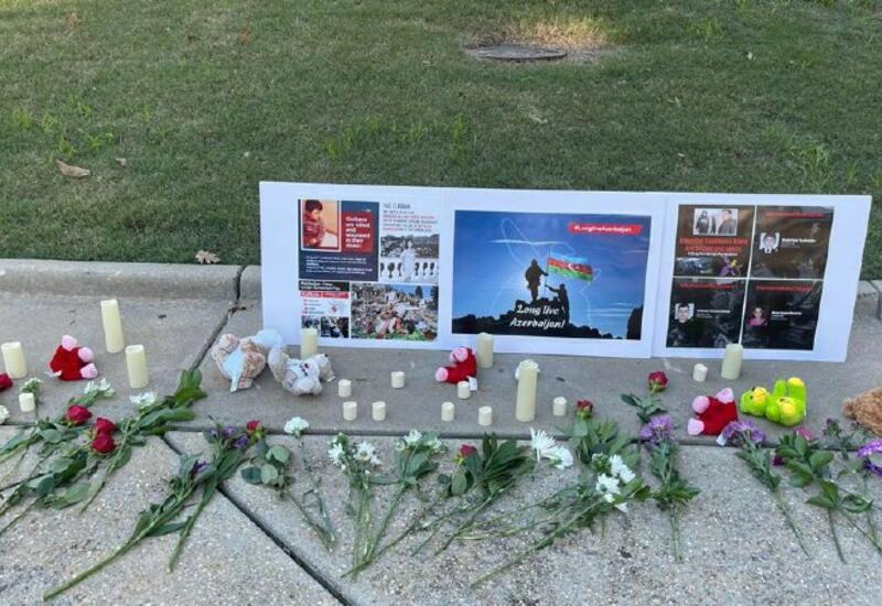 Перед зданием Капитолия в городе Роли почтена память шехидов Отечественной войны