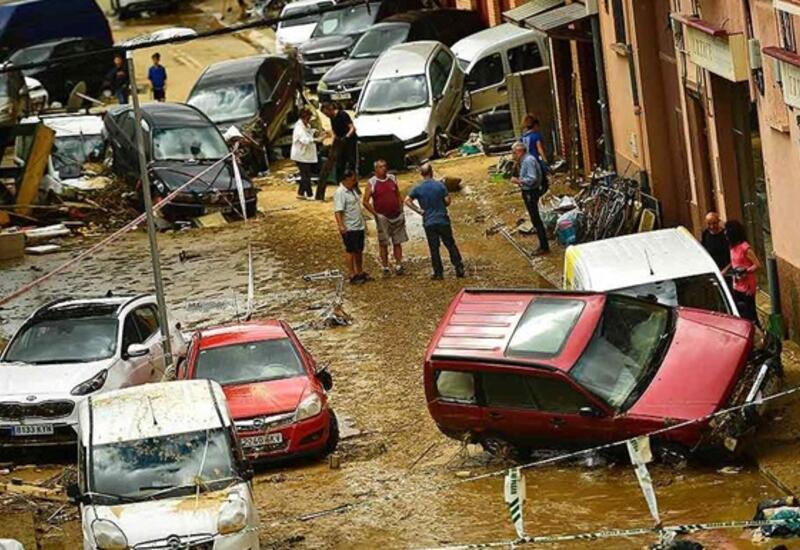 Солнечную Испанию продолжают заливать сильные дожди с градом