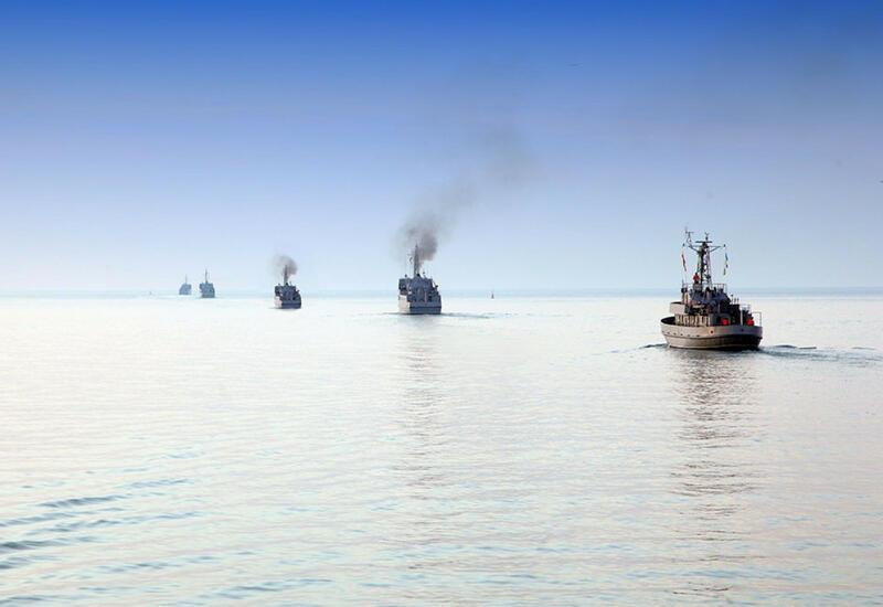 По случаю Дня памяти военные корабли произвели залповый огонь