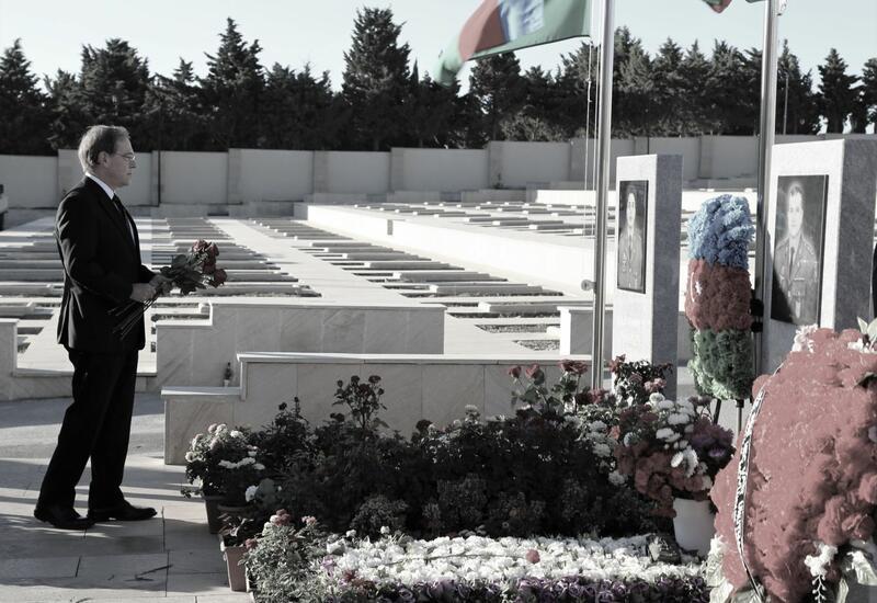 Посол США в Азербайджане почтил память погибших в Отечественной войне