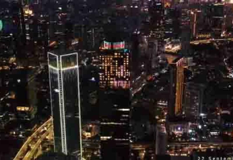 На самой высокой башне Индонезии высветили Государственный флаг Азербайджана