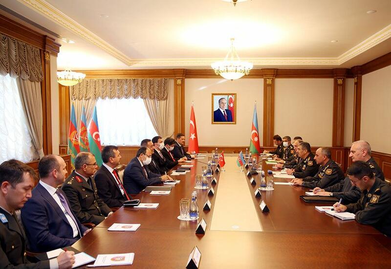 Обсуждены перспективы развития военного сотрудничества между Азербайджаном и Турцией