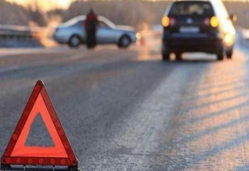 В Геранбое автомобиль насмерть сбил менявшего колесо мужчину