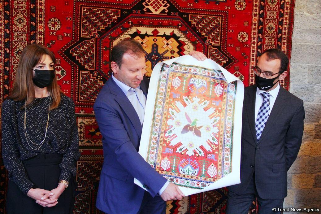 """В Азербайджане будут ткать ковер """"Карабах"""""""