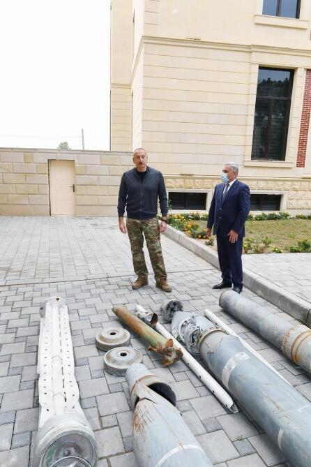 Президент Ильхам Алиев посмотрел снаряды, сброшенные на Тертерский район армянскими вооруженными формированиями