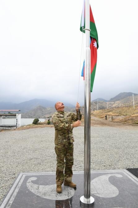 Президент Ильхам Алиев поднял флаг Азербайджана в селе Суговушан Тертерского района