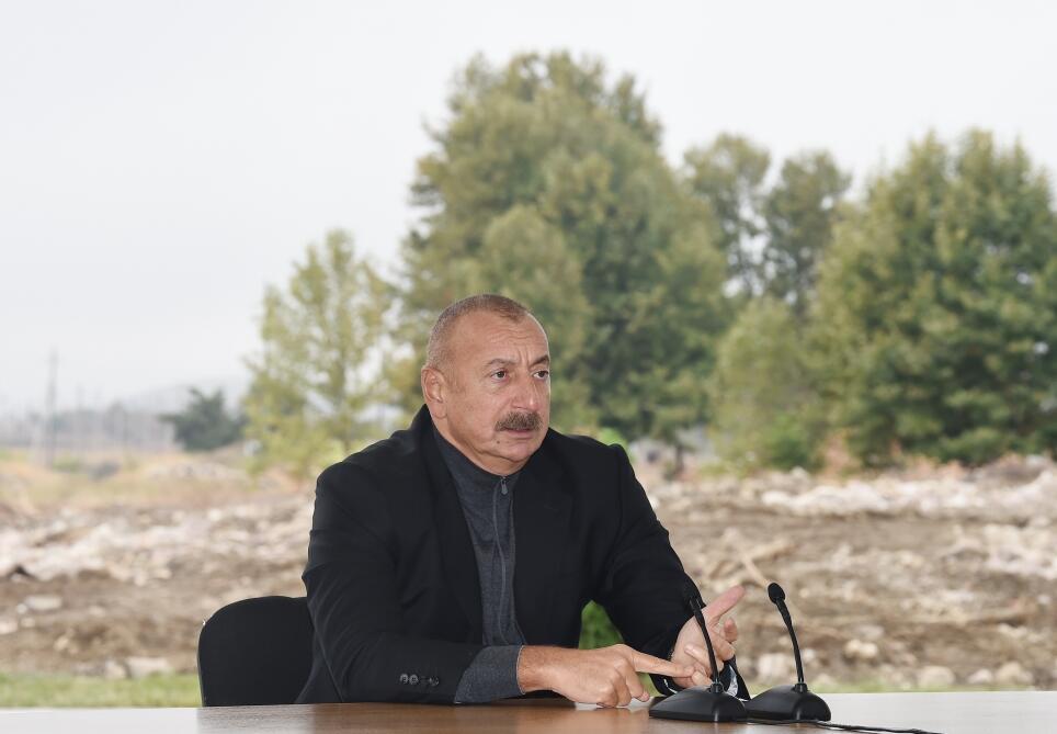 Президент Ильхам Алиев встретился с представителями общественности Джебраила