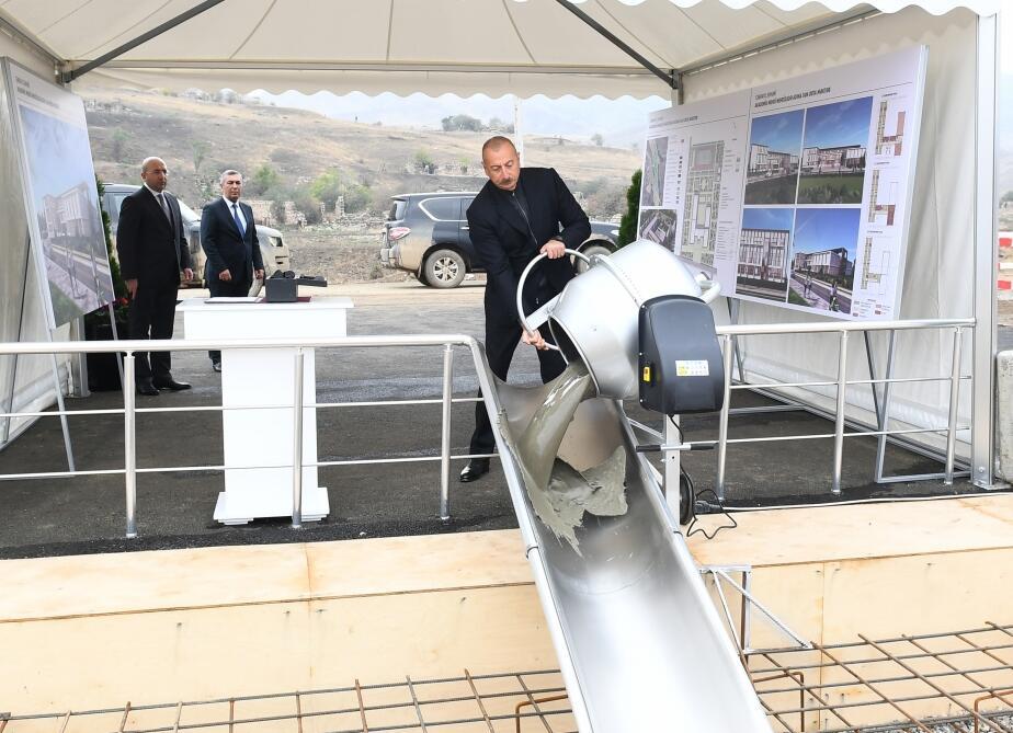 Президент Ильхам Алиев заложил фундамент здания средней школы в Джебраиле