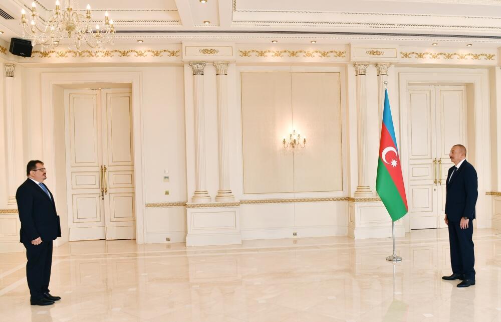 Президент Ильхам Алиев принял верительные грамоты новоназначенного руководителя представительства ЕС в Азербайджане
