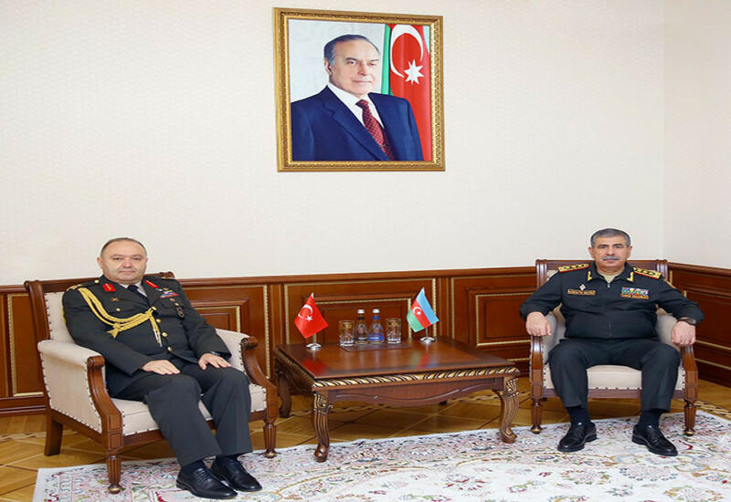 Министру обороны Азербайджана представлен новый военный атташе Турции
