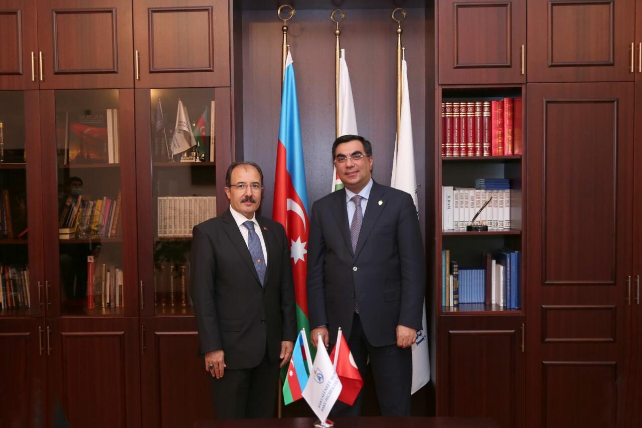 Посол Турции в Азербайджане Джахит Багчи посетил Бакинскую высшую школу нефти