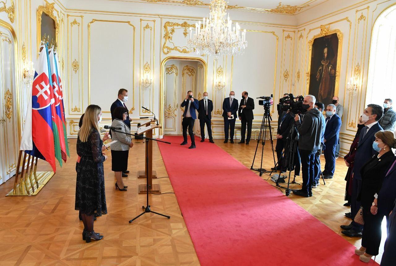 Состоялся совместный брифинг спикеров парламентов Азербайджана и Словакии