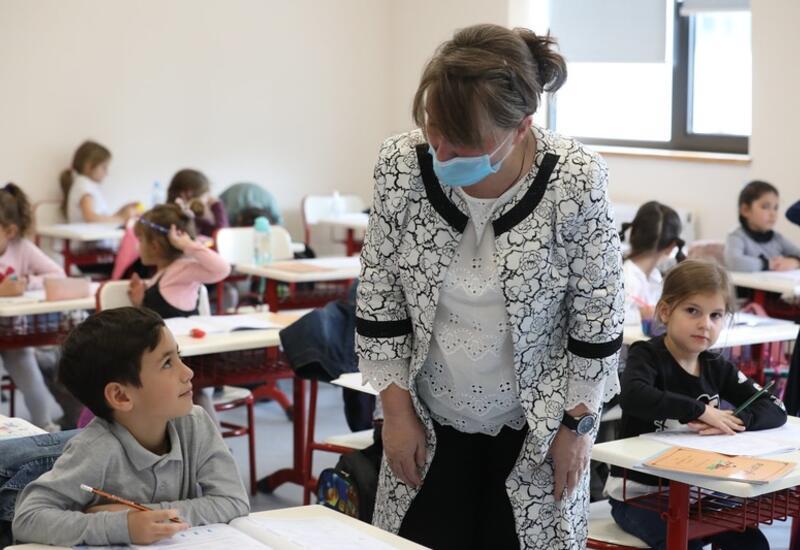 Невакцинированных сотрудников школ Грузии будут тестировать еженедельно