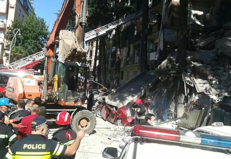 Спасатели извлекли тело последней жертвы из-под обломков дома в Батуми