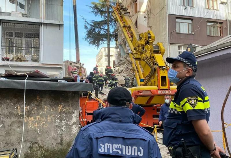 Три человека задержаны в связи с обрушением дома в Батуми