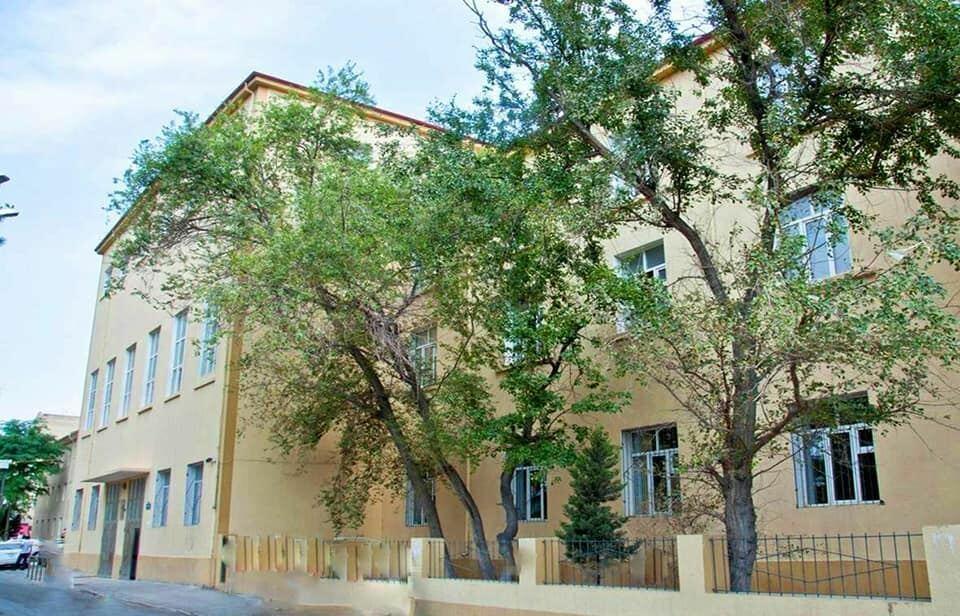 Учащихся одной из бакинских школ переведут в другие учебные заведения