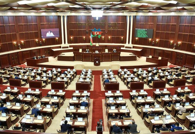 Милли Меджлис обсуждает законопроект, связанный с Днем независимости