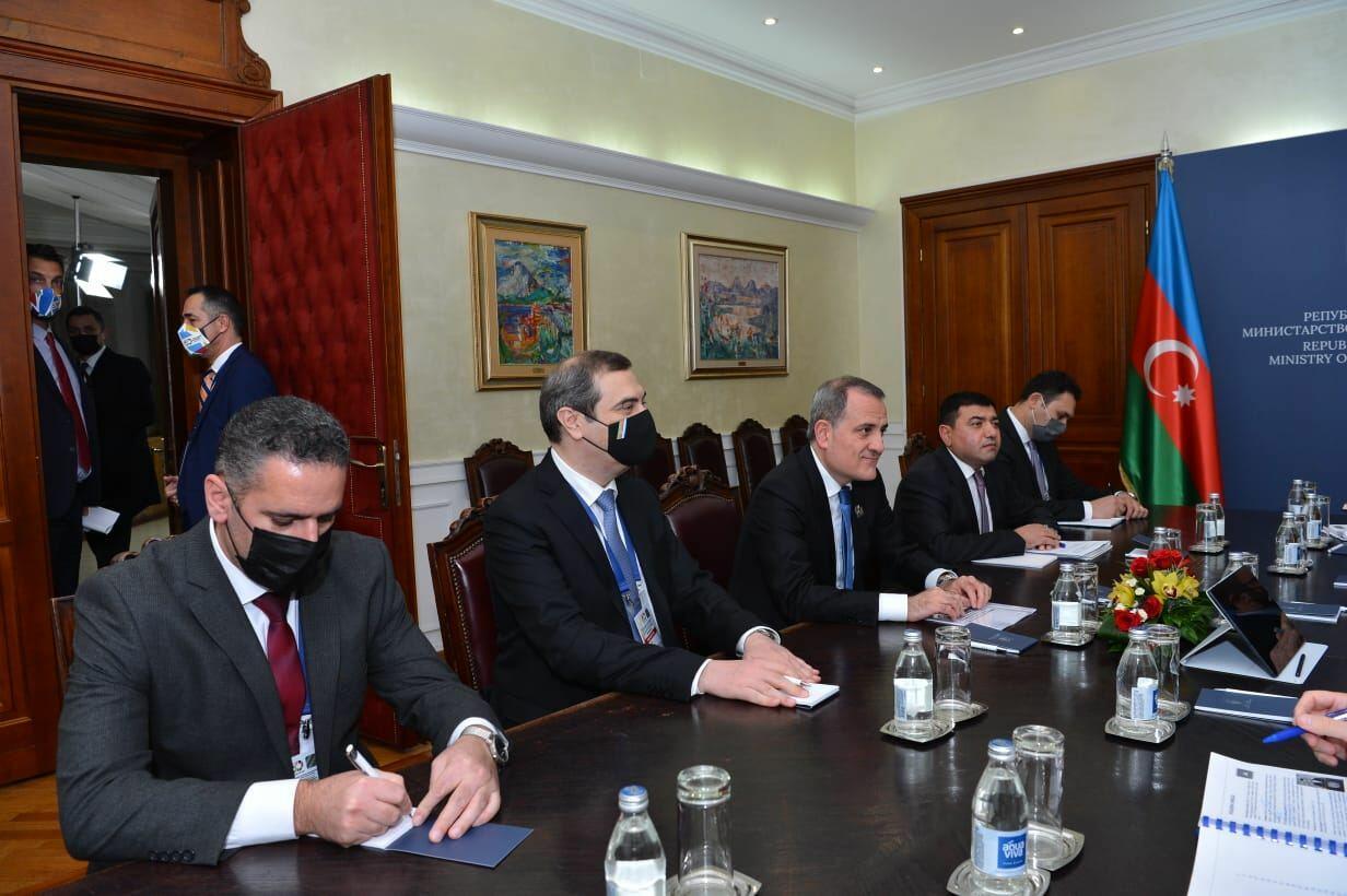 Азербайджан и Сербия отменили визовый режим